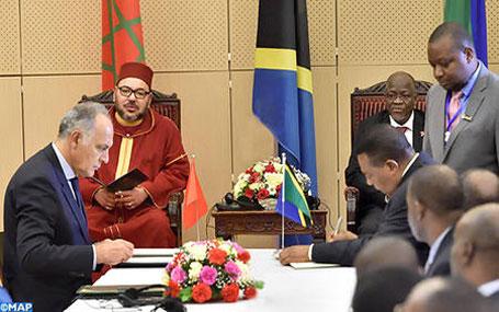 جلالة الملك ورئيس جمهورية تنزانيا يترأسان حفل التوقيع على عدد من اتفاقيات التعاون